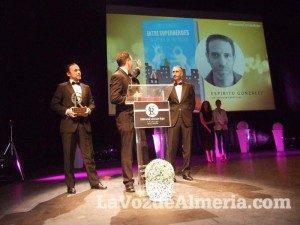 premios-editorial-circulo-rojo-espiritu-gonzalez-fundacion-luis-olivares-entre-superheroes-recuerdo-edu-balboa-300x225